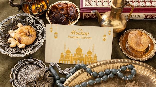 Maquete de estampa do ramadã em ângulo alto