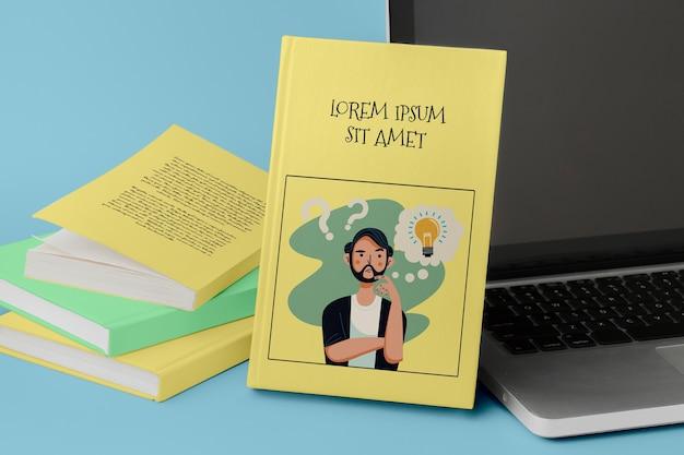 Maquete de estúdio de livros com laptop