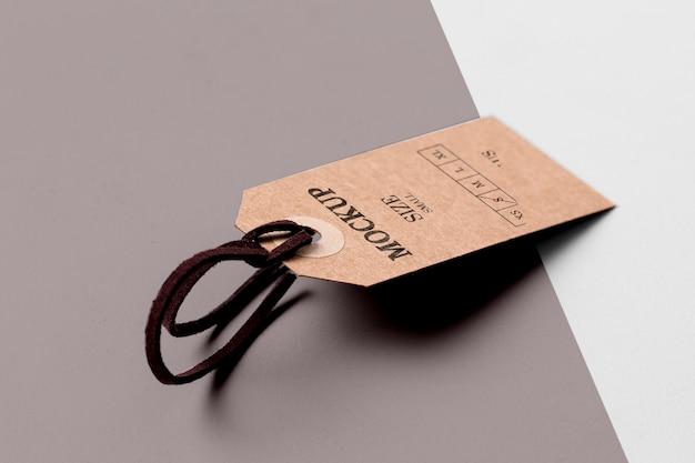 Maquete de etiqueta de tamanho de roupa e sombras