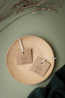 Maquete de etiquetas de cabide de roupas artesanais