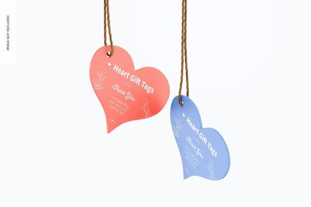 Maquete de etiquetas de presente de coração penduradas