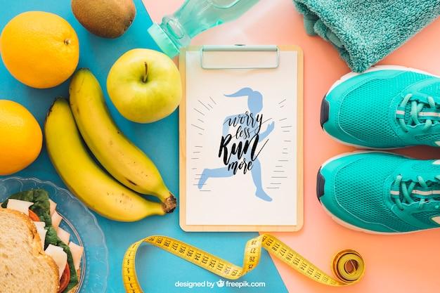 Maquete de fitness criativo com a área de transferência