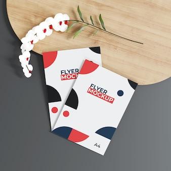 Maquete de flyer com desenho floral
