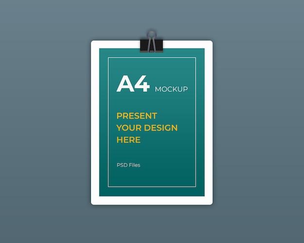 Maquete de folheto a4 flyer sobre placa dura e clip