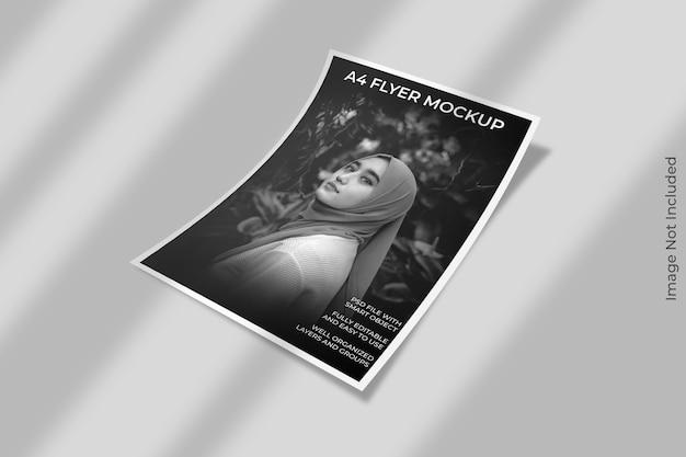 Maquete de folheto de panfleto com sobreposição de sombra