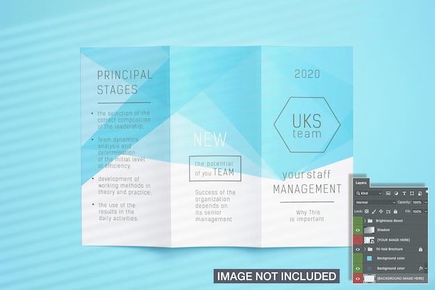 Maquete de folheto dobrável em três partes aberto