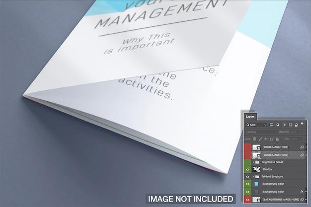 Maquete de folheto fechado dobrável em três partes