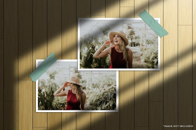 Maquete de foto com moldura de papel horizontal dupla com sobreposição de sombra na janela e fundo de madeira