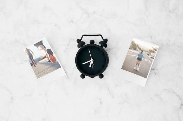 Maquete de foto instantânea plana leigos no espaço de trabalho