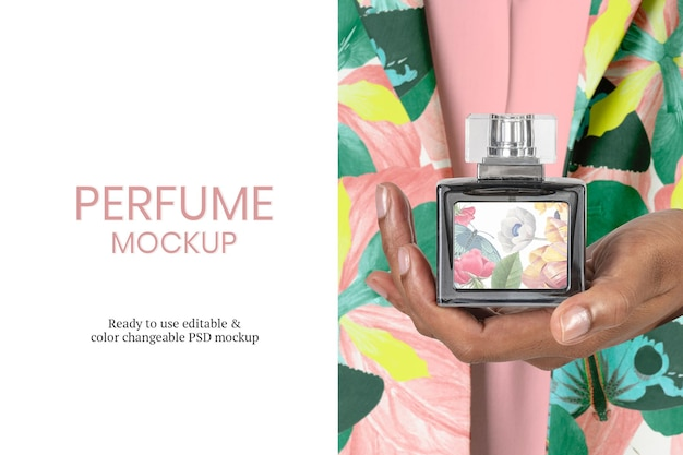 Maquete de frasco de perfume psd em mãos femininas