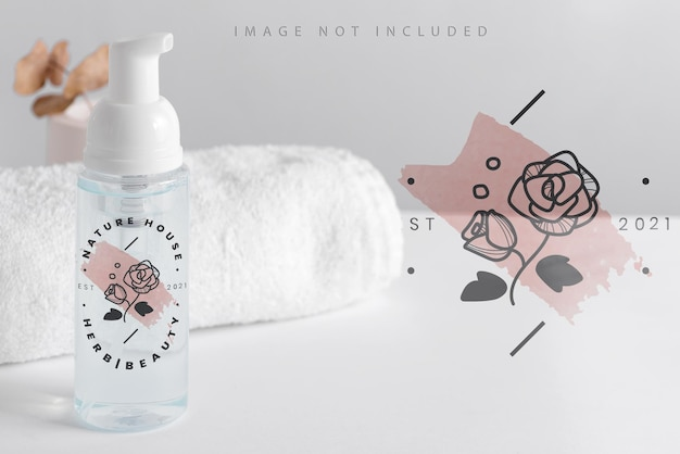 Maquete de garrafa de bomba de espuma cosmética de plástico transparente.