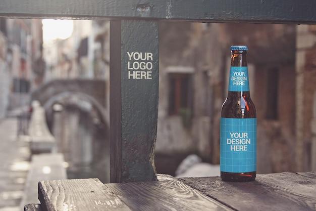 Maquete de garrafa de cerveja do canal bridge