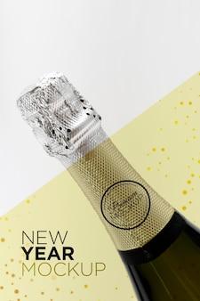 Maquete de garrafa de champanhe em close-up de ano novo