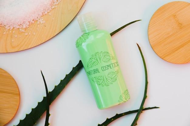 Maquete de garrafa de cosméticos naturais