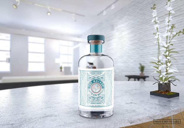 Maquete de garrafa de gim de vidro transparente