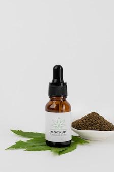 Maquete de garrafa de óleo de cannabis sativa