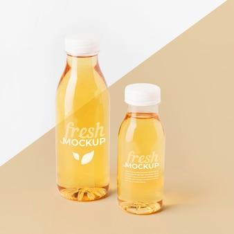 Maquete de garrafa de suco de frutas frescas