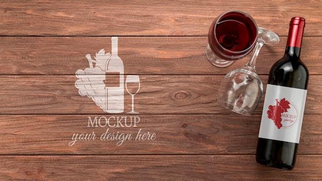 Maquete de garrafa de vinho com vista frontal e espaço de cópia