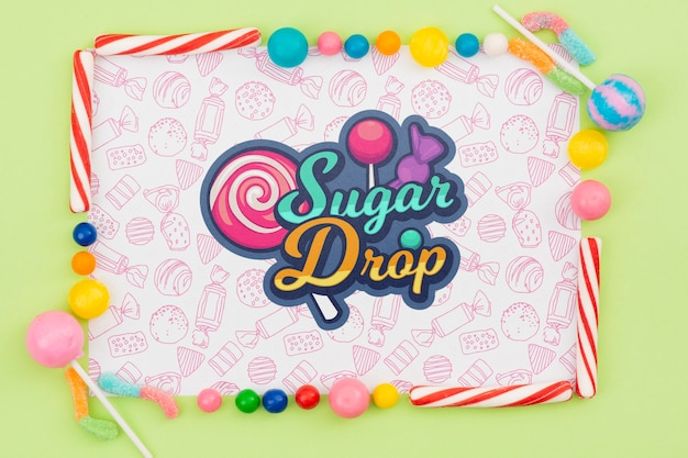Maquete de gota de açúcar com moldura de doces deliciosos
