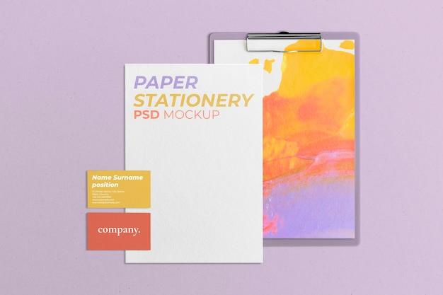 Maquete de identidade corporativa colorida psd com cartão de visita em design abstrato