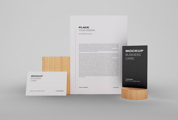 Maquete de identidade corporativa com cartão de visita e cartão postal
