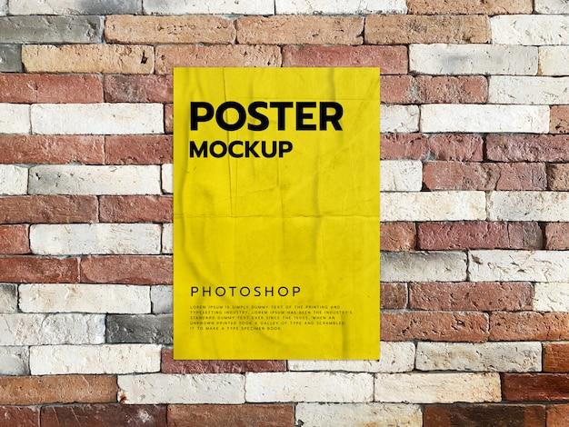 Maquete de impressão cartaz na parede de tijolo realista