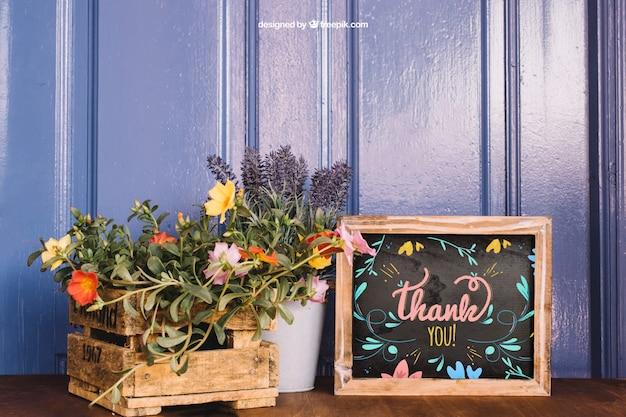 Maquete de jardinagem com plantas e ardósia