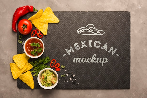 Maquete de jogo americano de restaurante mexicano com ingredientes no topo