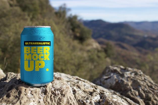 Maquete de lata de cerveja da natureza