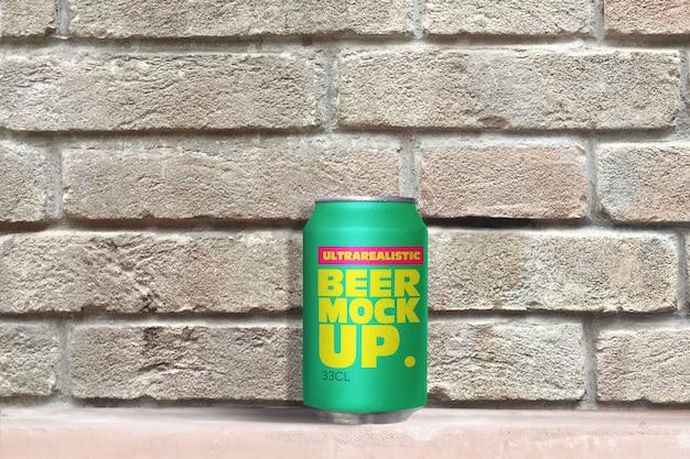 Maquete de lata de cerveja de tijolo