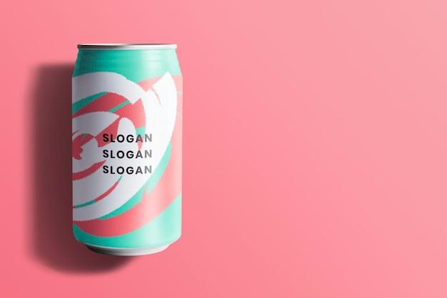 Maquete de lata de refrigerante colorido para design de embalagem de bebida