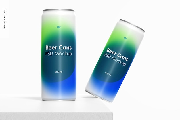 Maquete de latas de cerveja de 500ml, caindo