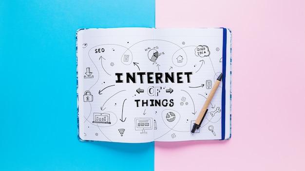 Maquete de livro com internet do conceito de coisas