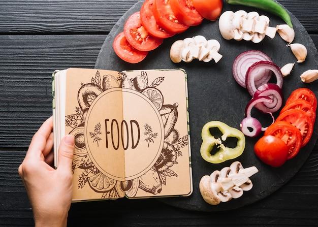 Maquete de livro com o conceito de comida