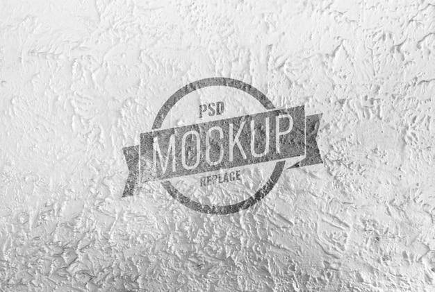 Maquete de logotipo da empresa na parede de cimento