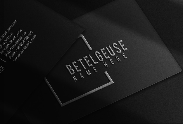 Maquete de logotipo de cartão de visita de luxo em relevo prateado