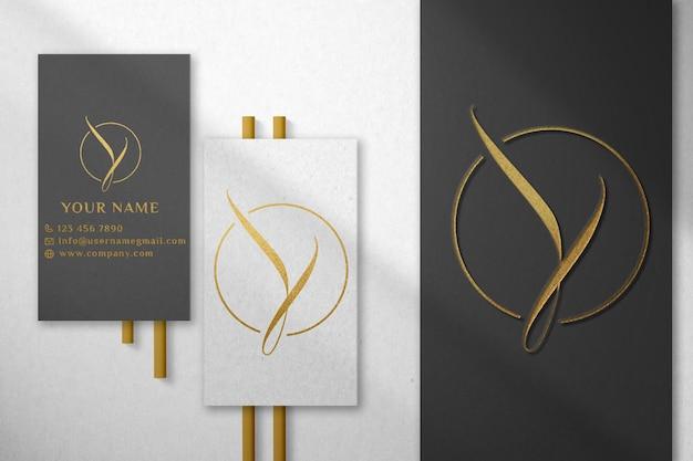 Maquete de logotipo de cartão de visita luxuoso branco e escuro
