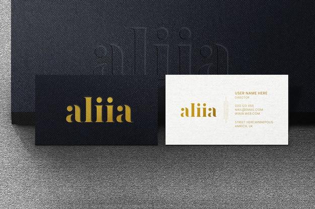 Maquete de logotipo de cartão na caixa 3d