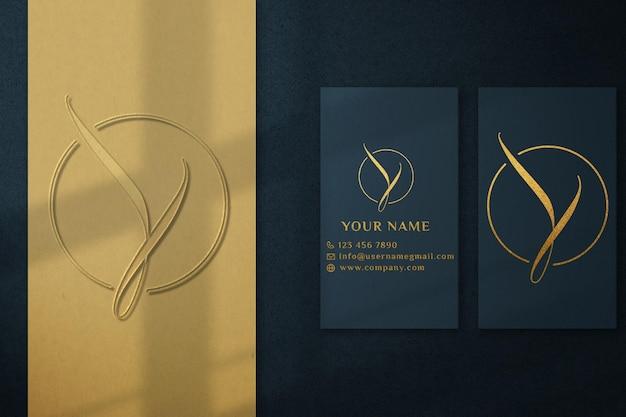 Maquete de logotipo de cartão verde de luxo