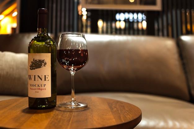 Maquete de logotipo de garrafa de vinho