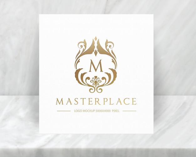 Maquete de logotipo de luxo com fundo de carrinho de mármore