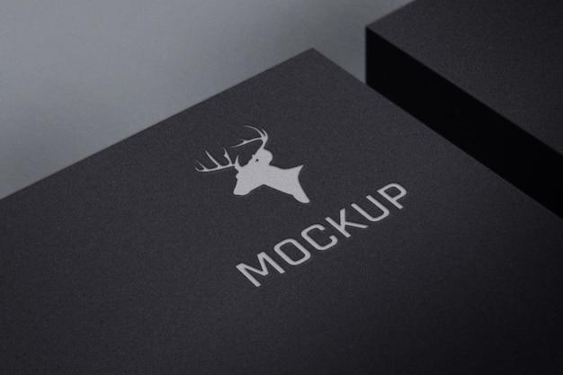 Maquete de logotipo de luxo em caixa preta