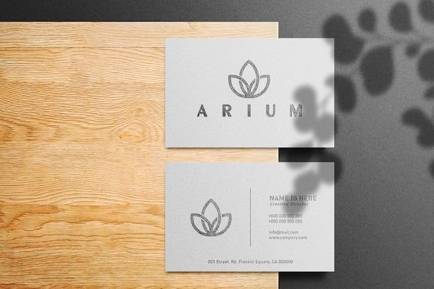 Maquete de logotipo de luxo em cartão branco