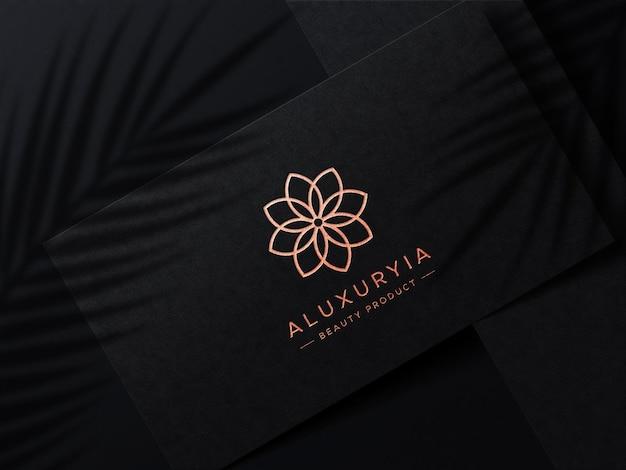 Maquete de logotipo de luxo em cartão de visita com sobreposição de sombra
