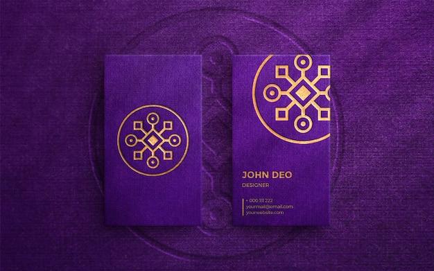 Maquete de logotipo de luxo em cartão de visita vertical