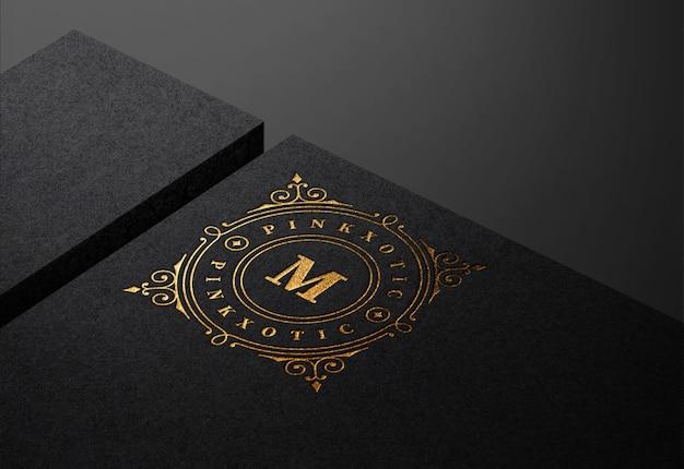 Maquete de logotipo de luxo em papel kraft preto