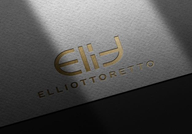 Maquete de logotipo de luxo em relevo dourado
