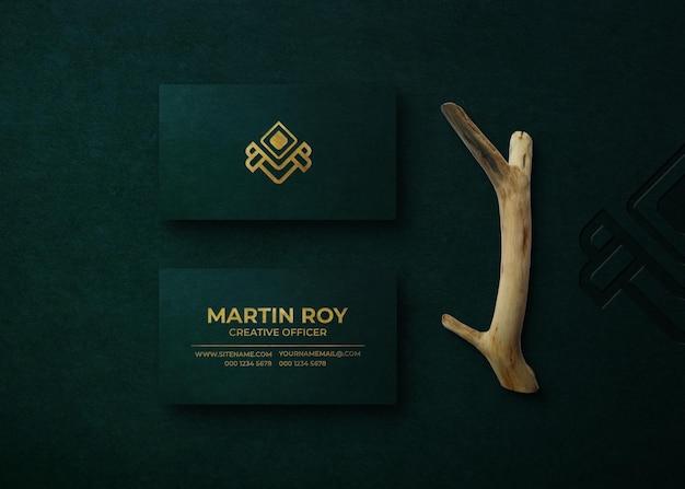 Maquete de logotipo de luxo em relevo no cartão de visita