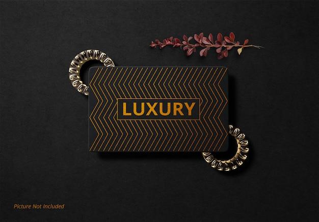 Maquete de logotipo de luxo folha de ouro de papel preto