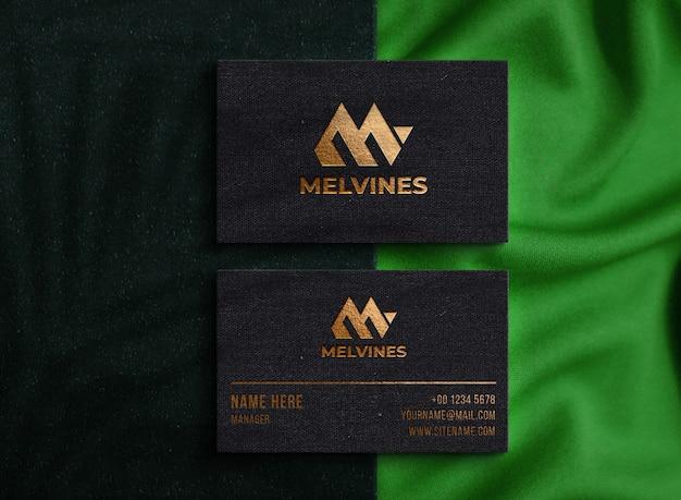 Maquete de logotipo de luxo na etiqueta pendurada